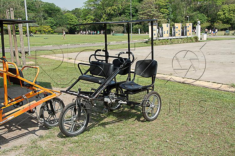 Triciclo no Parque Villa Lobos, São Paulo - SP, 10/2016.