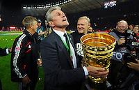 FUSSBALL       DFB POKAL FINALE        SAISON 2012/2013 FC Bayern Muenchen - VfB Stuttgart    01.06.2013 Bayern Muenchen ist Pokalsieger 2013: Trainer Jupp Heynckes (FC Bayern Muenchen) mit dem Pokal
