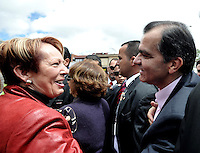 BOGOTA - COLOMBIA -15-06-2014: Oscar Iván Zuluaga candidato a la presidencia por el grupo político Centro Democrático saluda a sus seguidores durante  Elecciones Presidente de Colombia en la ciudad de Bogotá. Oscar Ivan Zuluga y el Presidente Candidato Juan Manuel Santos disputan una segunda vuelta. / Oscar Ivan Zuluaga presidential candidate by the political group Democratic Centre weaves to supporters during the elections in the President of Colombia in Bogotá. Oscar Ivan Zuluaga and Candidat President Juan Manuel Santos disputed a second round.  Photo: VizzorImage / Luis Ramirez / Staff