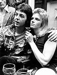 Wings 1973 Paul McCartney and Linda McCartney .© Chris Walter.