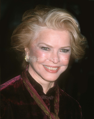 Ellen Burstyn 2001<br /> Photo By John Barrett/PHOTOlink.net / MediaPunch