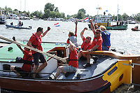 SKÛTSJESILEN: GROU: 18-07-2015, SKS kampioenschap 2015, Skûtsje Doarp Grou wint de openingswedstrijd, schipper Douwe Azn Visser, ©foto Martin de Jong