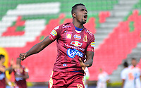 IBAGUE - COLOMBIA, 17-02-2019: Marco Perez del Deportes Tolima celebra después de anotar el primer gol de su equipo a Envigado FC durante partido por la fecha 5 de la Liga Águila I 2019 jugado en el estadio Manuel Murillo Toro de Ibagué. / Marco Perez of Deportes Tolima celebrates after scoring the first goal of his team to Envigado FC during match for the date 5 of the Aguila League I 2019 played at Manuel Murillo Toro stadium in Ibague city. Photo: VizzorImage / Juan Carlos Escobar / Cont