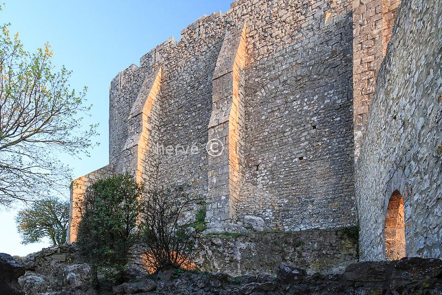 France, Aude (11), Duilhac-sous-Peyrepertuse, château de Peyrepertuse, mur d'enceinte // France, Aude, Duilhac-sous-Peyrepertuse, Peyrepertuse castle