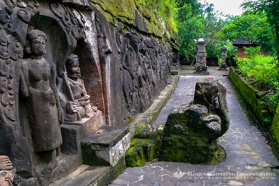 Bali, Gianyar, Yeh Pulu. The relief tells stories about daily life on Bali about 1000 years ago.