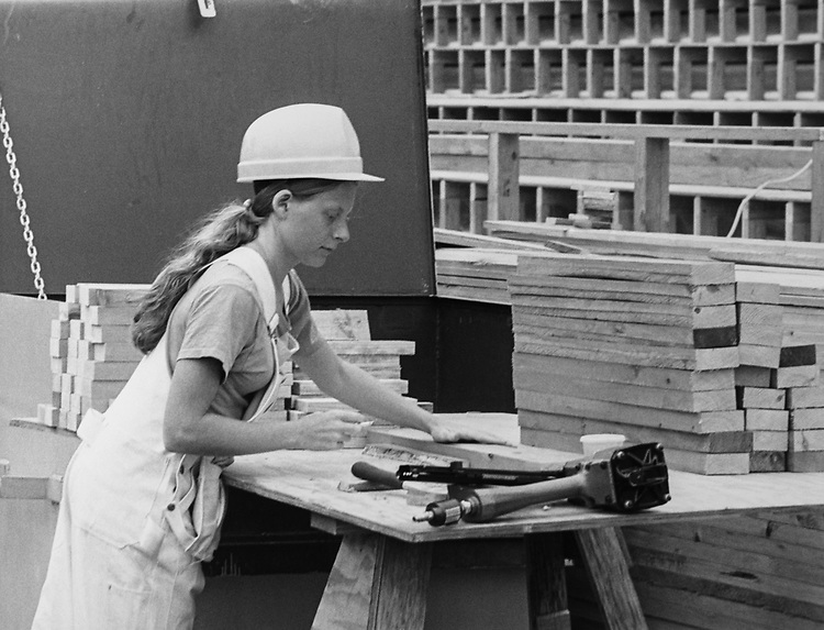 Karen Claffy (18), from Springfield, Virginia, apprentice carpenter, is the only women working on the cast of the stand for the President.  She is preparing for the Inaugural Ceremony on Capitol Hill. (Photo by Dev O'Neill/CQ Roll Call via Getty Images)