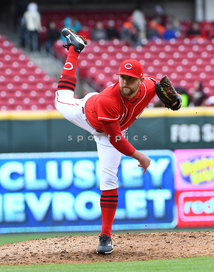 Cincinnati Reds Drew Storen (31) during a game against the Philadelphia Phillies on April 6, 2017 at Great American Ballpark in Cincinnati, OH. The Reds beat the Phillies 4-7.