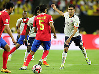HOUSTON - UNITED STATES, 11-06-2016: Guillermo Celis (Der) jugador de Colombia (COL) disputa el balón con Celso Borges (Izq) jugador de Costa Rica (CRC) durante partido del grupo A fecha 3 por la Copa América Centenario USA 2016 jugado en el estadio NRG en Houston, Texas, USA. /  Guillermo Celis  (R) player of Colombia (COL) fights the ball with Celso Borges (L) player of Costa Rica (CRC)  during match of the group A date 3 for the Copa América Centenario USA 2016 played at NRG stadium in Houston, Texas ,USA. Photo: VizzorImage/ Luis Alvarez /Str