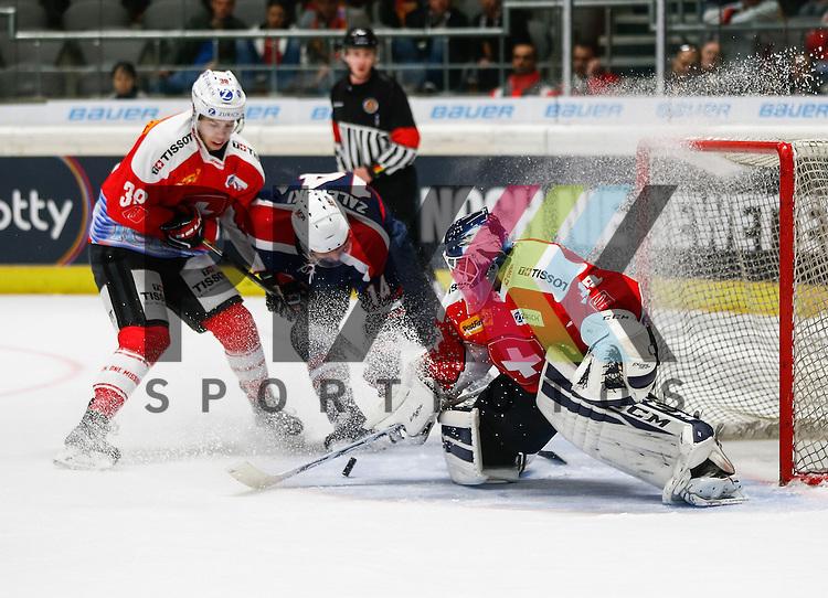 Torszene mit Sandro ZURKIRCHEN (Torwart SUI), Steven ZALEWSKI (USA, #14), Lukas FRICK (#38,, li.)<br /> <br /> Eishockey, Deutschland-Cup 2015, Augsburg, Schweiz - USA, 07.11.2015,<br /> <br /> Foto &copy; PIX-Sportfotos *** Foto ist honorarpflichtig! *** Auf Anfrage in hoeherer Qualitaet/Aufloesung. Belegexemplar erbeten. Veroeffentlichung ausschliesslich fuer journalistisch-publizistische Zwecke. For editorial use only.