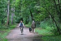 Pessoas no Parque Bois de Bolonhe em Paris. França. 2016. Foto de Juca Martins.