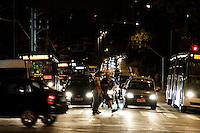 SÃO PAULO, 28 DE MARÇO 2013 - Paulistanos enfrentam congestionamento intenso no começo da noite desta quinta-feira(28), no viaduto Orlando Murgel, Bom Retiro, zona central  da capital,  véspera de feriado prolongado da Semana Santa - FOTO: LOLA OLIVEIRA/BRAZIL PHOTO PRESS