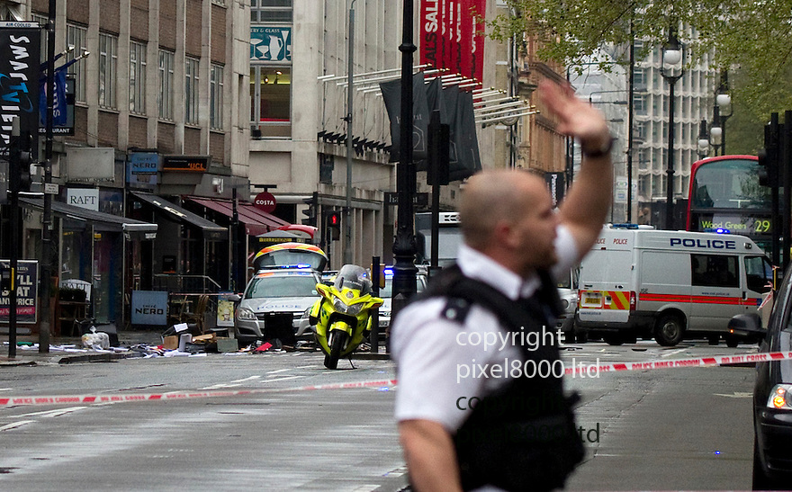Siege Tottenham Court Road..Man looks out of a window  - this is the same window where debris including a filing cabinet were thrown..Armed police in attendance......Pic by Gavin Rodgers/Pixel 8000 Ltd
