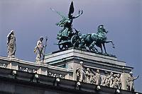 Europe/Autriche/Niederösterreich/Vienne: Détail du toit du Parlement, Dresseurs de chevaux par Joseph Lax