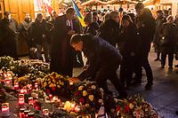 Nach einem Gedenkgottesdienst in der Kaiser Wilhelm-Gedaechtniskirche am Mittwoch den 19. Dezember 2018, dem 2. Jahrestag des Terroranschlag durch den islamistischen Terroristen Anis Amri auf den Weihnachtsmarkt am Berliner Breitscheidplatz am 19. Dezember 2016, gingen die Gottesdienstteilnehmer zur Gedenkstaette vor der Kirche. Sie stellten Friedenslichter auf und legten Blumen nieder.<br /> Links im Bild: Pfarrer Martin Germer.<br /> 19.12.2018, Berlin<br /> Copyright: Christian-Ditsch.de<br /> [Inhaltsveraendernde Manipulation des Fotos nur nach ausdruecklicher Genehmigung des Fotografen. Vereinbarungen ueber Abtretung von Persoenlichkeitsrechten/Model Release der abgebildeten Person/Personen liegen nicht vor. NO MODEL RELEASE! Nur fuer Redaktionelle Zwecke. Don't publish without copyright Christian-Ditsch.de, Veroeffentlichung nur mit Fotografennennung, sowie gegen Honorar, MwSt. und Beleg. Konto: I N G - D i B a, IBAN DE58500105175400192269, BIC INGDDEFFXXX, Kontakt: post@christian-ditsch.de<br /> Bei der Bearbeitung der Dateiinformationen darf die Urheberkennzeichnung in den EXIF- und  IPTC-Daten nicht entfernt werden, diese sind in digitalen Medien nach &sect;95c UrhG rechtlich geschuetzt. Der Urhebervermerk wird gemaess &sect;13 UrhG verlangt.]