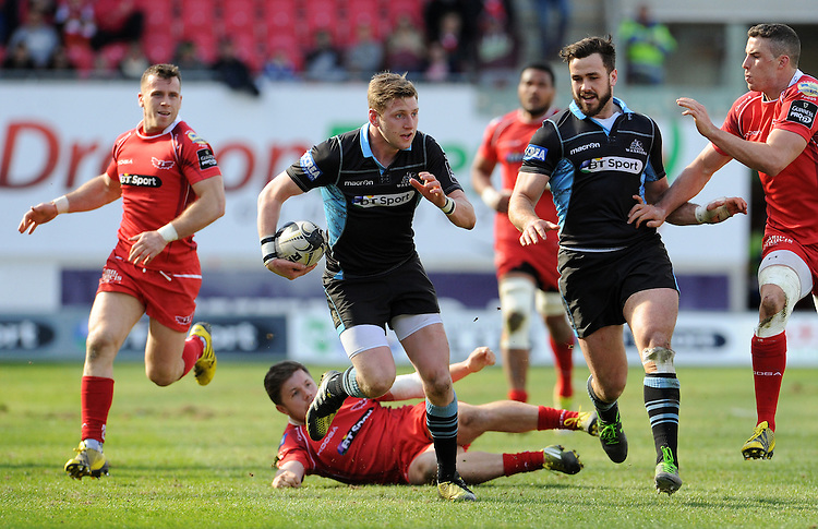 Glasgow Warriors' Finn Russell in action during todays match<br /> <br /> Photographer Ian Cook/CameraSport<br /> <br /> Rugby Union - Guinness PRO12 Round 20 - Scarlets v Glasgow Warriors - Saturday 16th April 2016 - Parc y Scarlets - Llanelli <br /> <br /> &copy; CameraSport - 43 Linden Ave. Countesthorpe. Leicester. England. LE8 5PG - Tel: +44 (0) 116 277 4147 - admin@camerasport.com - www.camerasport.com