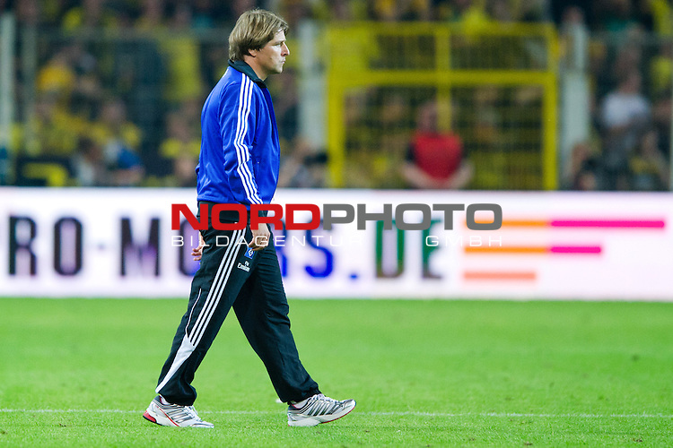 05.08.2011, Signal Iduna Park, Dortmund, GER, 1.FBL, Borussia Dortmund vs Hamburger SV, im Bild Michael Oenning (Trainer Hamburger SV)  nach der Niederlage // during during the 1.FBL, Borussia Dortmund vs Hamburger SV on 2011/08/05, Signal Iduna Park, Dortmund, Germany. Foto © nph / Kurth *** Local Caption ***