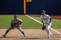 Alex Verdugo (61) y Eric Hosmer. <br /> <br /> Acciones del partido de beisbol, Dodgers de Los Angeles contra Padres de San Diego, tercer juego de la Serie en Mexico de las Ligas Mayores del Beisbol, realizado en el estadio de los Sultanes de Monterrey, Mexico el domingo 6 de Mayo 2018.<br /> (Photo: Luis Gutierrez)