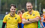 BLOEMENDAAL  - scheidsrechters Merijn  Goezinne (l) en Berny van Loon (r) ,  tijdens de hoofdklasse competitiewedstrijd vrouwen , Bloemendaal-Pinoke (1-2) . COPYRIGHT KOEN SUYK