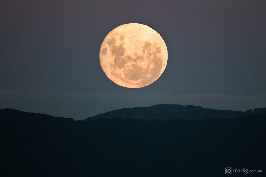 Sunday 20 March - the super moon clears the Rimutaka Ranges & that thin band of cloud just below.
