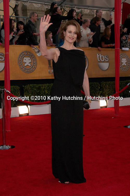 Sigourney Weaver.arrivng the 16th Annual Screen Actor's Awards.Shrine Auditorium.Los Angeles, CA.January 23, 2010.©2010 Kathy Hutchins / Hutchins Photo....