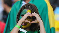 RIO DE JANEIRO, RJ, 02/06/2013 - AMISTOSO INTERNACIONAL / BRASIL X INGLATERRA - Torcedores no Estádio do Maracanã onde logo mais acontece a partida amistosa entre Brasil x Inglaterra no Rio de Janeiro, neste domingo (02). (Foto: Vanessa Carvalho / Brazil Photo Press).
