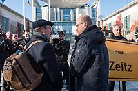 """Vertreter der Lausitzer Kohlereviere protestierten am Donnerstag den 14. November 2019 in Berlin vor dem Kanzleramt fuer eine bessere finanzielle Absicherung beim Ausstieg aus der Kohlefoerderung. Unter anderem forderten sie, dass eine Investitionspauschale fuer die Absicherung des kommunalen Eigenanteils festgeschrieben wird.<br /> Aufgerufen zu dem Protest hatte ein freiwilliges Buendnis der sogenannten """"Lausitzrunde"""".<br /> Im Bild: Ralph Brinkhaus, Fraktionsvorsitzender der CDU-Bundestagsfraktion (rechts) im Gespraech mit Holger Kelch, Oberbuergermeister der Stadt Cottbus (links).<br /> 14.11.2019, Berlin<br /> Copyright: Christian-Ditsch.de<br /> [Inhaltsveraendernde Manipulation des Fotos nur nach ausdruecklicher Genehmigung des Fotografen. Vereinbarungen ueber Abtretung von Persoenlichkeitsrechten/Model Release der abgebildeten Person/Personen liegen nicht vor. NO MODEL RELEASE! Nur fuer Redaktionelle Zwecke. Don't publish without copyright Christian-Ditsch.de, Veroeffentlichung nur mit Fotografennennung, sowie gegen Honorar, MwSt. und Beleg. Konto: I N G - D i B a, IBAN DE58500105175400192269, BIC INGDDEFFXXX, Kontakt: post@christian-ditsch.de<br /> Bei der Bearbeitung der Dateiinformationen darf die Urheberkennzeichnung in den EXIF- und  IPTC-Daten nicht entfernt werden, diese sind in digitalen Medien nach §95c UrhG rechtlich geschuetzt. Der Urhebervermerk wird gemaess §13 UrhG verlangt.]"""