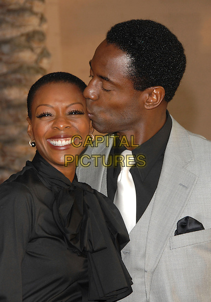 JENIS MARIE WASHINGTON & ISAIAH WASHINGTON.The 34th Annual American Music Awards held at The Shrine Auditorium in Los Angeles, California, USA. - Arrivals.November 21st, 2006.headshot portrait wife married husband kiss.CAP/DVS.©Debbie VanStory/Capital Pictures