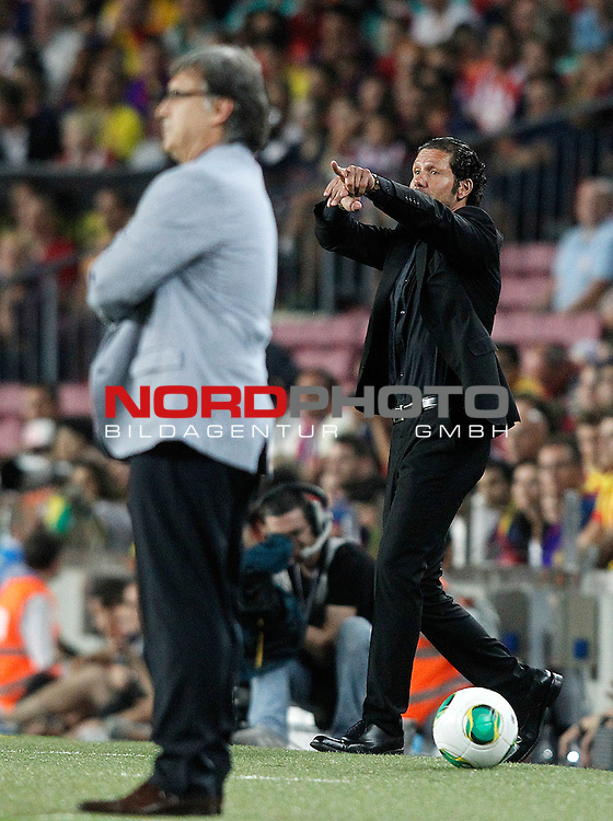 FC Barcelona's coach Gerardo Tata Martino (l) and Atletico de Madrid's coach Diego Pablo Cholo Simeone during Supercup of Spain 2nd match.August 28,2013. Foto © nph / Acero)