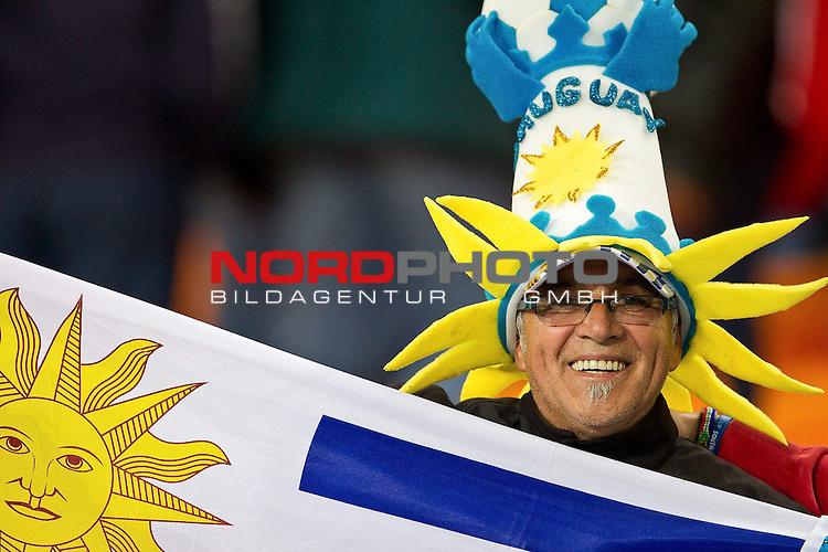 02.07.2010, Soccer City Stadium, Johannesburg, RSA, FIFA WM 2010, Viertelfinale, Uruguay (URU) vs Ghana (GHA) im Bild Fan of Uruguay,  Foto: nph /   Vid Ponikvar, ATTENTION! Slovenia OUT *** Local Caption *** Fotos sind ohne vorherigen schriftliche Zustimmung ausschliesslich f&uuml;r redaktionelle Publikationszwecke zu verwenden.<br /> <br /> Auf Anfrage in hoeherer Qualitaet/Aufloesung