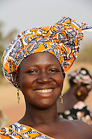 "Westafrika Mali Frau in Mopti  | .Africa Mali woman in Mopti .| [ copyright (c) Joerg Boethling / agenda , Veroeffentlichung nur gegen Honorar und Belegexemplar an / publication only with royalties and copy to:  agenda PG   Rothestr. 66   Germany D-22765 Hamburg   ph. ++49 40 391 907 14   e-mail: boethling@agenda-fototext.de   www.agenda-fototext.de   Bank: Hamburger Sparkasse  BLZ 200 505 50  Kto. 1281 120 178   IBAN: DE96 2005 0550 1281 1201 78   BIC: ""HASPDEHH"" ,  WEITERE MOTIVE ZU DIESEM THEMA SIND VORHANDEN!! MORE PICTURES ON THIS SUBJECT AVAILABLE!! ] [#0,26,121#]"