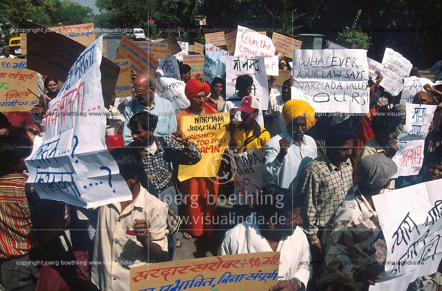 INDIEN Neu Delhi, Swami Agnivesh und NGO Narmada Bachao Andolan/Bewegung zur Rettung der Narmada und Adivasi , die indischen Ureinwohner , auf Demo gegen Staudammpolitik der indischen Regierung und Weltbank Politik - INDIA New Delhi, Swami Agnivesh and NBA movement to save the narmada river and adivasi on rally against large dams and world bank policy in New Delhi