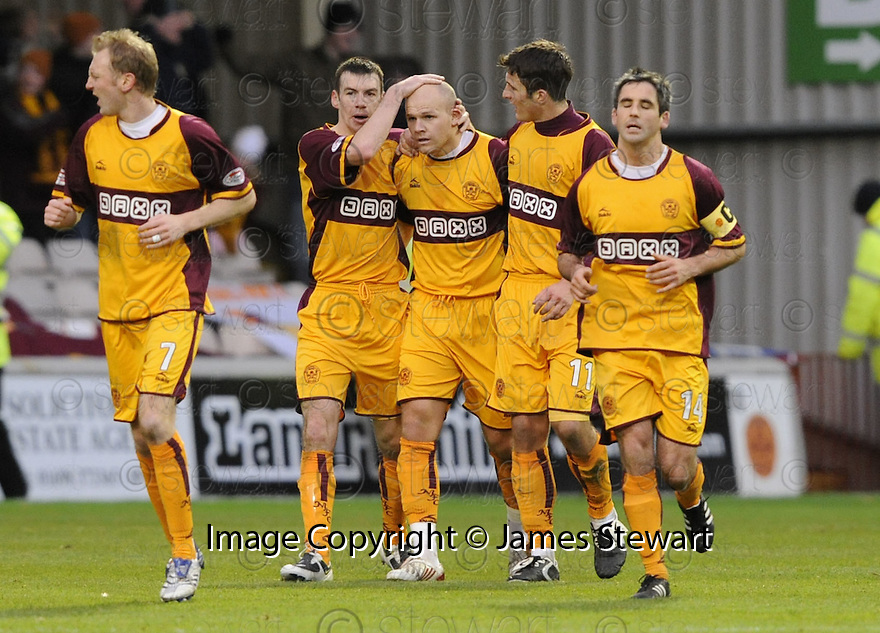 22/11/2008  Copyright Pic: James Stewart.File Name : sct_jspa07_motherwell_v_hibernian.BOB MALCOLM CELEBRATES WITH PAUL QUINN AND JOHN SUTTON AFTER HE SCORES MOTHERWELL'S FIRST.James Stewart Photo Agency 19 Carronlea Drive, Falkirk. FK2 8DN      Vat Reg No. 607 6932 25.Studio      : +44 (0)1324 611191 .Mobile      : +44 (0)7721 416997.E-mail  :  jim@jspa.co.uk.If you require further information then contact Jim Stewart on any of the numbers above.........