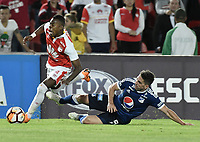 BOGOTÁ - COLOMBIA, 18-09-2018: Carlos Arboleda (Izq) jugador de Independiente Santa Fe disputa el balón con Gabriel Hauche (Der) jugador de Millonarios durante partido de ida por los octavos de final de la Copa CONMEBOL Sudamericana 2018 jugado en el estadio Nemesio Camacho El Campín de la ciudad de Bogotá. / Carlos Arboleda (L) player of Independiente Santa Fe vies for the ball with Gabriel Hauche (R) player of Millonarios during first leg match for the eight finals of CONMEBOL Sudamericana 2018 cup played at Nemesio Camacho El Campin stadium in Bogotá city.  Photo: VizzorImage / Gabriel Aponte / Staff