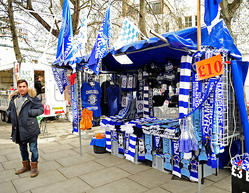 21.02.2016. Stamford Bridge, London, England. Emirates FA Cup 5th Round. Chelsea versus Manchester City. Stall holder waits for his trade