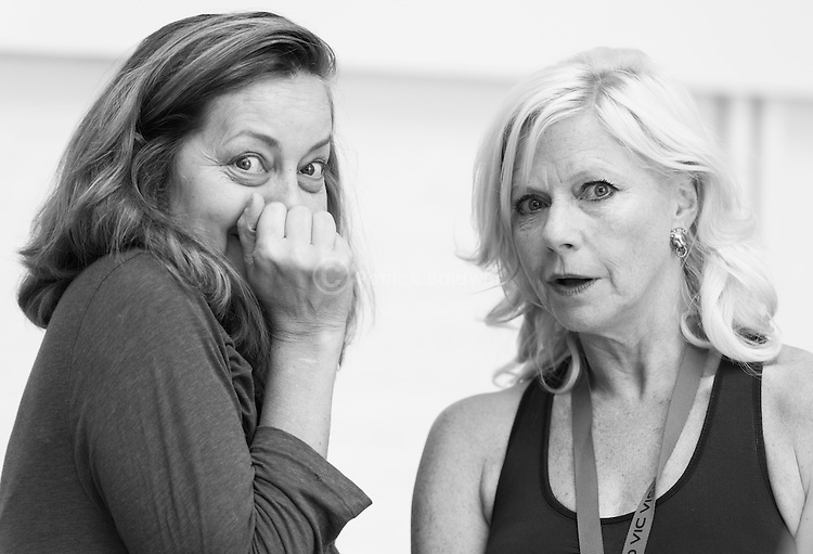"""King Lear"" rehearsed reading rehearsals. Old Vic Theatre. Director: Jonathan Miller. Greta Scacchi (L), Felicity Dean (R)."