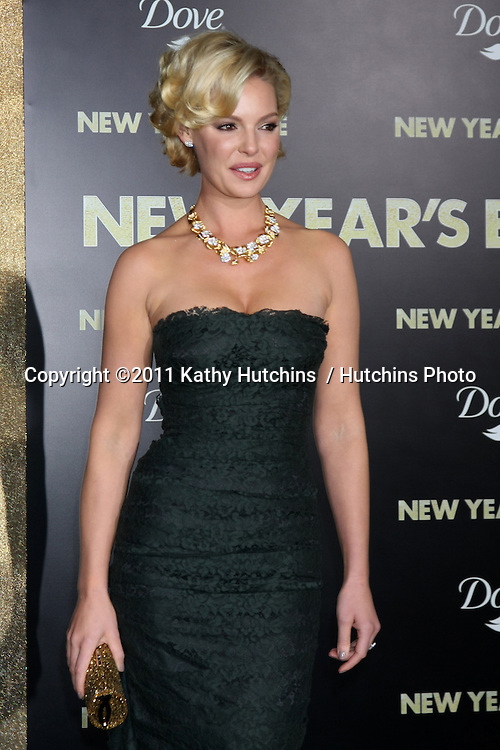 """LOS ANGELES - DEC 5:  Katherine Heigl arrives at the """"New Year's Eve"""" World Premiere at Graumans Chinese Theater on December 5, 2011 in Los Angeles, CA"""