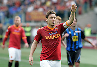 Calcio, Serie A: AS Roma vs Atalanta. Roma, stadio Olimpico, 11 aprile 2010..Football, Italian serie A: AS Roma vs Atalanta. Rome, Olympic stadium, 11 april 2010..AS Roma forward Francesco Totti, foreground, gestures..UPDATE IMAGES PRESS/Riccardo De Luca