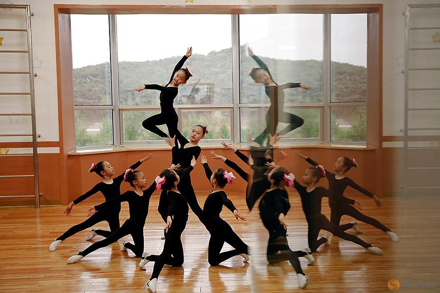Girls practice dance at the Mangyongdae Children's Palace in central Pyongyang, North Korea May 5, 2016.  REUTERS/Damir Sagolj