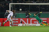 Jannik Vestergaard (Borussia Mönchengladbach) trifft im Elfmeterschießen gegen Torwart Lukas Hradecky (Eintracht Frankfurt) zum 6:5 - 25.04.2017: Borussia Moenchengladbach vs. Eintracht Frankfurt, DFB-Pokal Halbfinale, Borussia Park