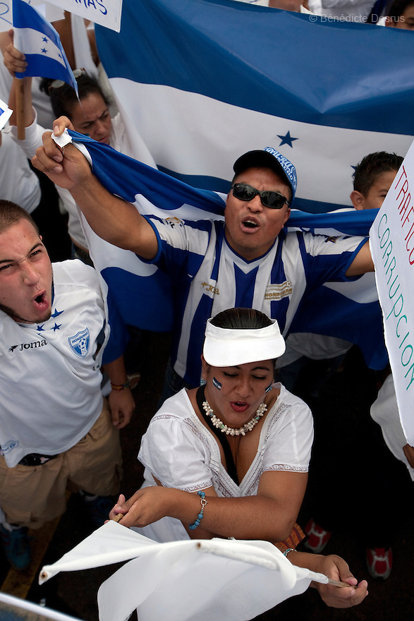 3 July 2009 - Tegucigalpa, Honduras  Supporters of Honduras' interim President Roberto Micheletti attend a rally at the Presidential house in Tegucigalpa, capital of Honduras. Honduras' interim leader Roberto Micheletti said he was open to early elections. Photo credit: Benedicte Desrus