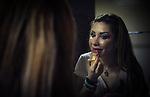 """Aziza, star du bellydancing, d'origine brésilienne, en train de se préparer lors d""""un show à l'hotel intercontinental city star dans la banlieue chic de Nassr city au Caire."""