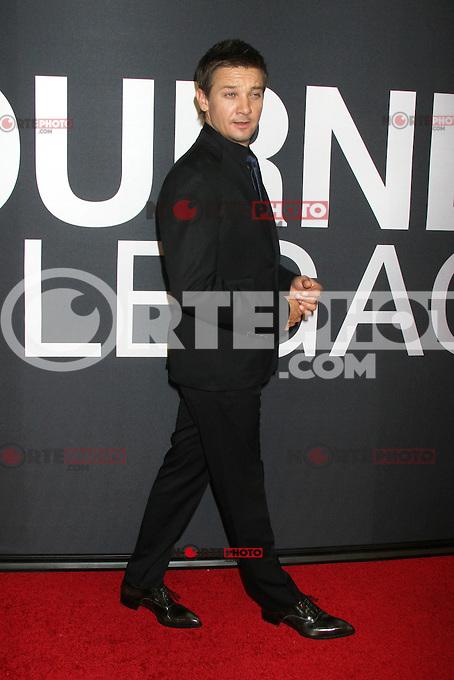 NEW YORK, NY - JULY 30:  Jeremy Renner at 'The Bourne Legacy' New York Premiere at Ziegfeld Theater on July 30, 2012 in New York City. &copy;&nbsp;RW/MediaPunch inc. *NortePhoto.com<br /> <br /> **SOLO*VENTA*EN*MEXICO**<br /> <br /> **CREDITO*OBLIGATORIO** <br /> *No*Venta*A*Terceros*<br /> *No*Sale*So*third*<br /> *** No Se Permite Hacer Archivo**<br /> *No*Sale*So*third*