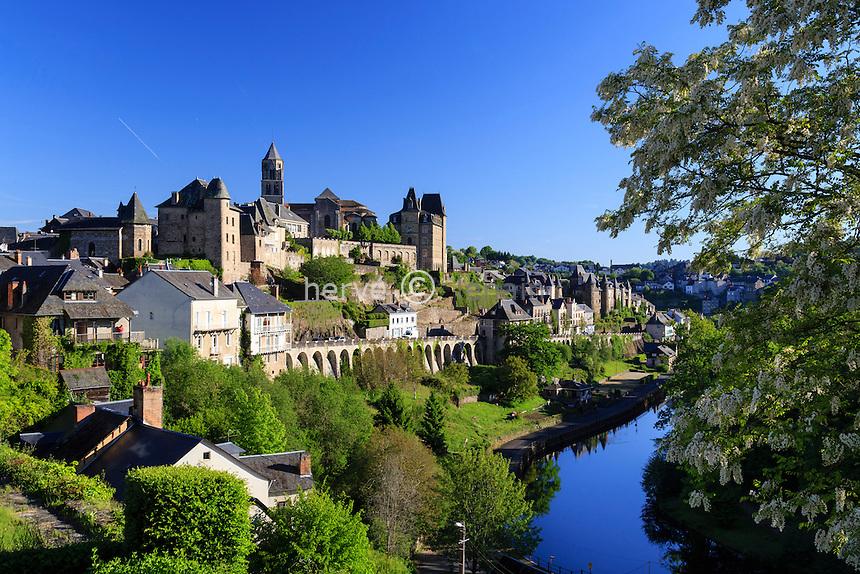 France, Corrèze (19), Uzerche, vue sur la ville et la Vézère // France, Correze, Uzerche, view of the town and the Vezere river