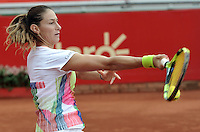 BOGOTA - COLOMBIA - 13-04-2016: Marina Duque de Colombia,  devuelve la bola a Amra Sadikovic de Suiza,  durante partido por el Claro Colsanitas WTA, que se realiza en el Club El Rancho de Bogota. / Marina Duque of Colombia, returns the ball to Amra Sadikovic of Switzerland, during a match for the WTA Claro Colsanitas, which takes place at Club El Rancho de Bogota. Photo: VizzorImage / Luis Ramirez / Staff.