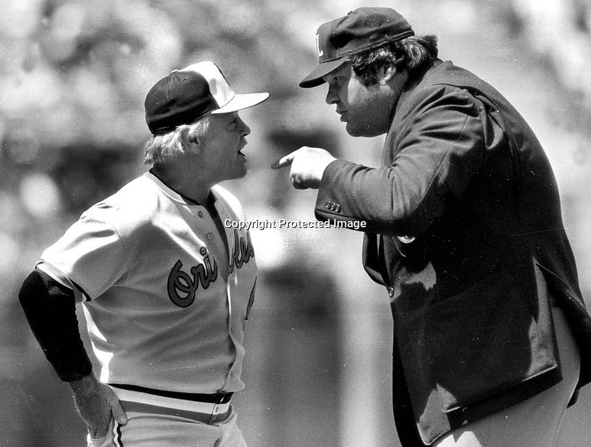 Baltimore's Earl Weaver argues with umpire Ron Luciano....(photo/Ron Riesterer)