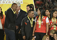 BOGOTÁ -COLOMBIA, 24-06-2017: Agustin Julio, técnico de Santa Fe, celebra con la medalla el título de campeones después del partido de vuelta entre Independiente Santa Fe y Atletico Huila por la final de la Liga Femenina Aguila 2017 jugado en el estadio Nemesio Camacho El Campin de la ciudad de Bogota. / Agustin Julio, coach of Santa Fe, ceelbrates with the medal the championship after the second leg match between Independiente Santa Fe and Atletico Huila for the final of Aguila Women League 2017 played at the Nemesio Camacho El Campin Stadium in Bogota city. Photo: VizzorImage/ Gabriel Aponte / Staff