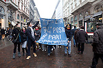Italia, Milano, Via Danteo, 13/02/2011, manifestazione donne, Women demonstration against Berlusconi and Rubygate