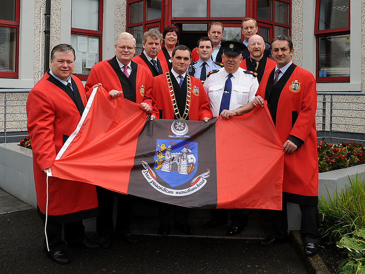 Mayor of Drogheda Kevin Callan presents the flag of Drogheda to Superintendent Gerry Smith of Drogheda Garda station with Deputy Mayor Cllr Ritchie Cullhane, Cllr Paul Bell, Cllr Frank Maher, Cllr Michael O'Dowd, Cllr Lynda Bell, Cllr Ken O'Heiligh, Cllr Anthony Donohoe, Sgt Donal McGivern and Garda Patrick Sheridan. Photo: Colin Bell/pressphotos.ie