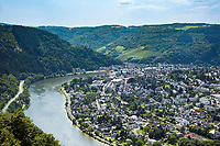 Deutschland, Rheinland-Pfalz, Moseltal, Traben-Trarbach: Blick von Starkenburg ueber die Moselschleife bei Traben-Trarbach | Germany, Rhineland-Palatinate, Moselle Valley, Traben-Trarbach: view from Starkenburg at loop of river Moselle at Traben-Trarbach