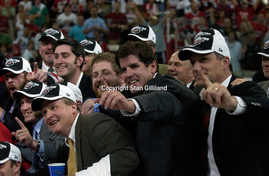Head coach Peter Laviolette, center, joins in the team photo. The Carolina Hurricanes beat the Edmonton Oilers 3-1 in game seven to take the Stanley Cup at the RBC Center in Raleigh, NC Monday, June 19, 2006.
